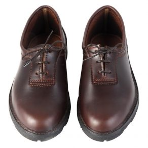 Zapato en piel de bovino cosido al tope y suela pegada