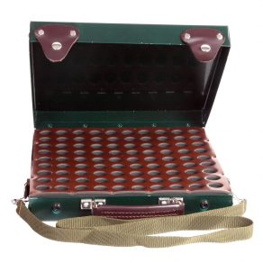 Maletín (avispero) para cartuchos fabricado en metal lacado y piel, calibres 12 y 20
