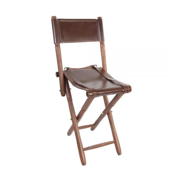 Silla de tijera con respaldo y asiento en piel de bovino con patas torneadas en madera de haya